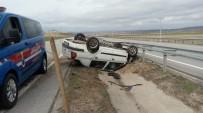 Bariyerlere Çarpan Otomobil Refüje Devrildi Açıklaması 1 Yaralı