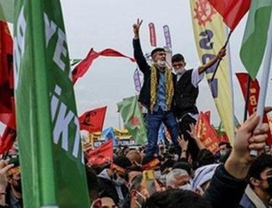 İstanbul'da nevruz etkinliğinde terör örgütü PKK elebaşı Abdullah Öcalan'ın paçavrasını açan kalleşler paketlendi!