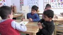 Minik Öğrenciler Kanserojen Madde İçeren Plastik Araç Gereçler Yerine Ahşap Malzemelerle Oyun Oynuyor