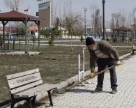 Tatvan'daki Park Ve Bahçelerde Bahar Temizliği