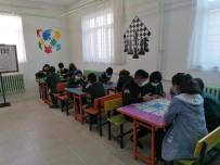 Vefakar Öğretmenlerden Örnek Davranış Açıklaması Hurda Eşyaları Derleyip Sınır Köyündeki Okulu Özel Okula Çevirdiler