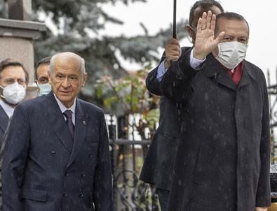 Cumhurbaşkanı Erdoğan, Devlet Bahçeli'yi evinde ziyaret etti!