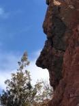 Gümüşhane'de Ağlayan Kadını Andıran Kaya Dikkat Çekiyor