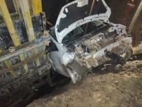Artvin'de Otomobil Duvara Çarptı Açıklaması 2 Yaralı