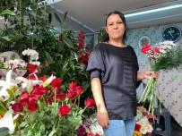Kadınlara Çiçekler Kadın Elinden