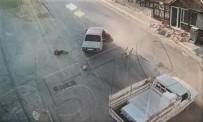 Kamyonetle Çarpışan Otomobilden Fırlayan 2 Kişi Yaralandı