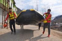 Sporcular 8 Mart Dünya Kadınlar Gününde Rafting Yapıp Pankart Açtı