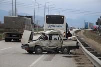 Amasya'da Yolcu Otobüsüyle Çarpışan Otomobil Hurdaya Döndü Açıklaması 1 Ölü