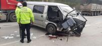Hafif Ticari Araç Cipe Arkadan Çarptı Açıklaması 4 Yaralı