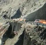 Heyelanın Kapattığı Yol Kontrollü Ulaşıma Açıldı