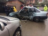 İki Otomobil Çarpıştı, Araçta Sıkışan Sürücü İtfaiye Tarafından Kurtarıldı