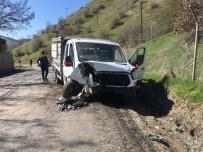 Şırnak'ta 2 Kamyonet Kafa Kafaya Çarpıştı