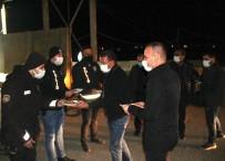 Ağrı Milli Eğitim Müdürü Tekin, Şehrin Giriş Noktalarında Nöbet Tutan Polislere Tatlı İkram Etti