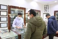 Akyüz Gümüş Mağazası'nda Kısıtlama Öncesi Müşteri Yoğunluğu