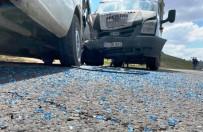 Kamyonet İle Minibüs Çarpıştı Açıklaması 2 Yaralı