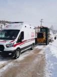 Kara Saplanan Ambulansın İmdadına İş Makinesi Yetişti