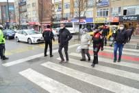 Kırşehir'de Polisten Örnek Davranış