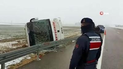 Kırşehir'de Yolcu Otobüsü Devrildi Açıklaması 13 Yaralı