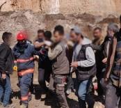 Mardin'de İş Makinesinin Üzerine Kaya Düştü Açıklaması 1 Ölü, 1 Yaralı