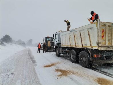 Mersin Büyükşehir'den Mut'ta Karla Mücadele Çalışması