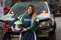 Tarihi Yakutiye Medresesi'nde Kadın Yarış Pilotundan Nefes Kesen Gösteri