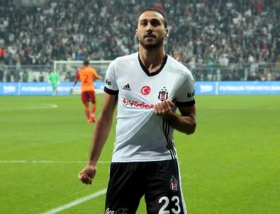 Beşiktaş'ta şok! Dizinden sakatlanan Cenk Tosun sezonu kapattı!