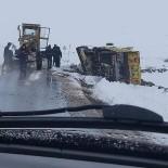 Kayseri'de Kar Küreme Çalışması Yapan İş Makinesi Devrildi