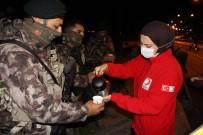 Kızılay'dan Nöbetteki Polislere Çay-Kahve İkramı