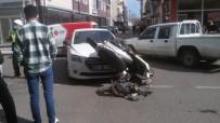 Motosiklet İle Otomobil Çarpıştı