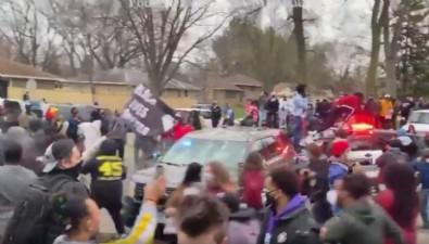 ABD'de polisin, araç içindeki siyahi genci öldürmesi ortalığı karıştırdı