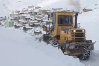 Dünyanın En Tehlikeli Yollarından Bir Olan Soğanlı Dağı'nda Karla Mücadele Çalışması