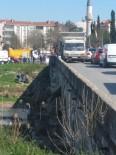 Kırklareli'nde Otomobilin Çarptığı Kişi Köprüden Aşağı Düştü
