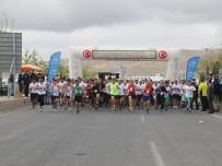 Kurtuluş Yarı Maratonu Renkli Görüntülere Sahne Oldu