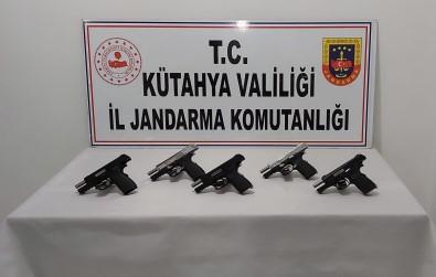 Kütahya'da Bir Araçta 5 Ruhsatsız Tabanca Ele Geçirildi Açıklaması 3 Gözaltı