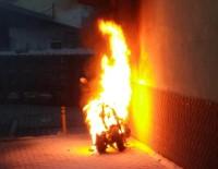 Motosiklet Alev Alev Yandı