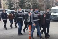 Polis Kılığında Eve Girip 6 Parça Değerli Taşı Gasp Ettiler