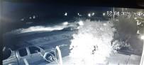 Takla Atarak Metrelerce Sürüklenen Otomobil Duvarda Asılı Kaldı Açıklaması 1 Ölü, 1 Yaralı
