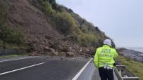 Zonguldak'ta Heyelan Sonrası Karayolu Ulaşıma Kapandı