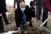 Başkan Öztürk Polislerle Birlikte Ağaç Dikti