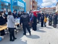 Beylikova'da Vatandaşlara Ücretsiz Dezenfektan Dağıtıldı