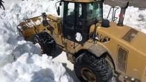 Bitlis'te Ekipler, Kar Kalınlığının Yer Yer 10 Metreyi Bulduğu Nemrut Krater Gölü Yolunu Açmaya Çalışıyor