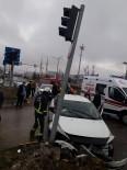 Erciş'te Trafik Kazası Açıklaması 3 Yaralı