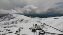 Muş'ta Yüksek Kesimdeki Köyler Beyaza Büründü