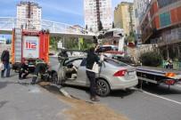Otomobil Rampada Yan Yatınca Trafik Felç Oldu Açıklaması 1 Yaralı