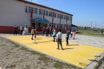 Üçköprü Okuluna Badminton Malzemeleri Verildi
