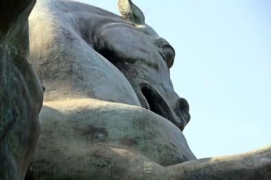 Antalyalılardan bakımsız heykel tepkisi!