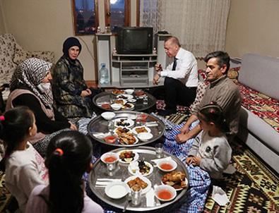 Başkan Erdoğan vatandaşın evinde iftara katıldı!