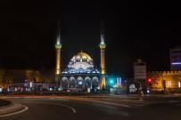 Büyükşehir, Bürüngüz Camisi'ne Gerdanlığını Taktı