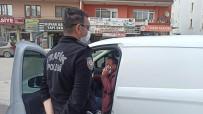 Cep Telefonu İle Konuşan Sürücü Uyarıdan Sonra Telefonunu Kapattı