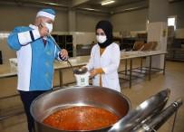 Dev Kazanlarda Pişirilen Yemekler İhtiyaç Sahibi Ailelerin Sofralarına Gidiyor
